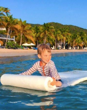 Carlisle Bay Antigua: Very calm beach water for kids