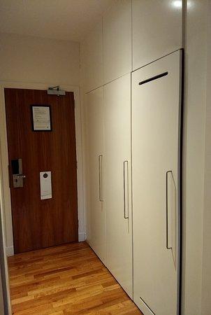 Apex Grassmarket Hotel: Nice closet space