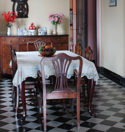 Ciego de Avila, Cuba: Juego de comedor original de la casa. Hostal Villa Jabón Candado.