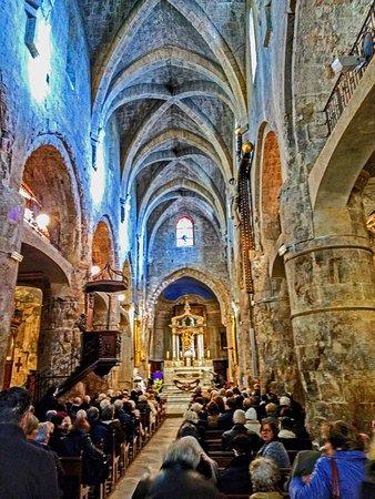 Cathédrale Notre Dame du Puy : The main aisle