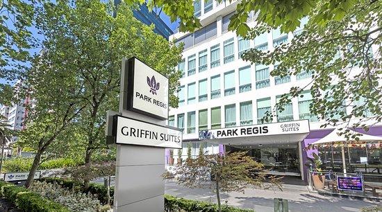 Park Regis Griffin Suites: Hotel Entrance