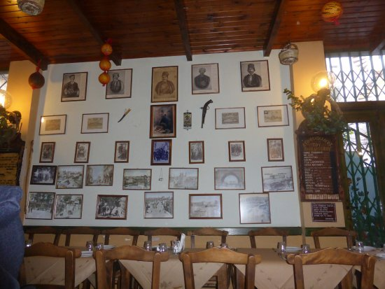 Heraklion Prefecture, Grecia: Despite its size, this quaint tavern can accommodate large groups with a reservation.