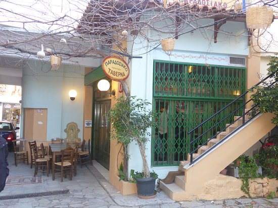 Heraklion Prefecture, Yunani: I highly recommend this tavern. It is tucked away in a hidden courtyard... ask any local where i