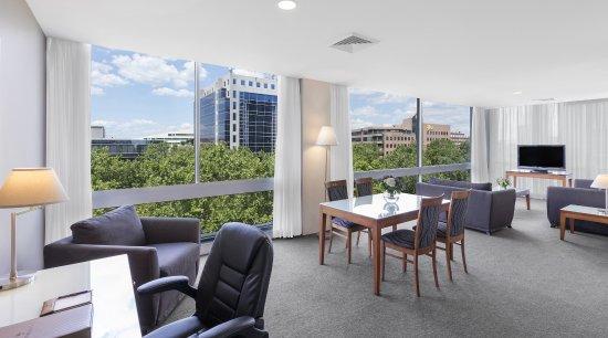 Park Regis Griffin Suites: 2 Bedroom Apartment - Lounge