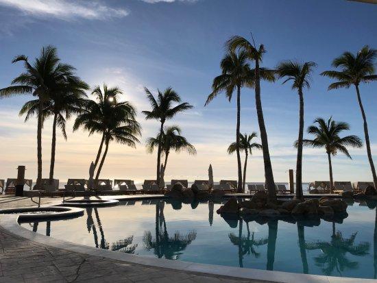 Reflect Krystal Grand Los Cabos Hotel: Adult pool side at 9am