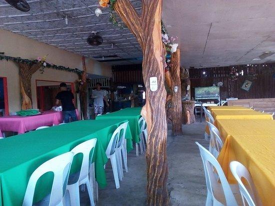 Fredz Carenderia : Dining Area