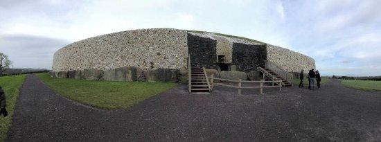 Donore, Irlandia: Panorama of Newgrange