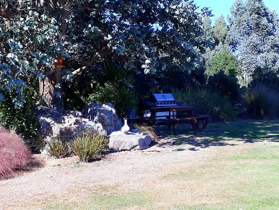 Hokonui Bed and Breakfast : This is a BBQ area at the Hokonui B & B.