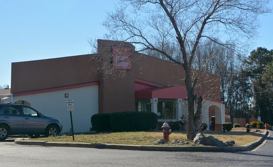 Front Entrance And Check In Picture Of Econo Lodge