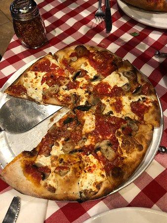 Taylor, MI: Mushroom pizza
