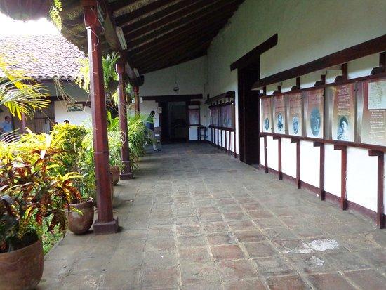 Museo Ruben Dario: Corredor de la casa museo