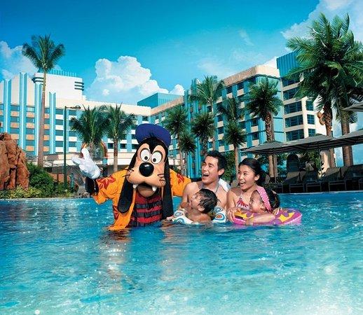 Disney's Hollywood Hotel: Exterior