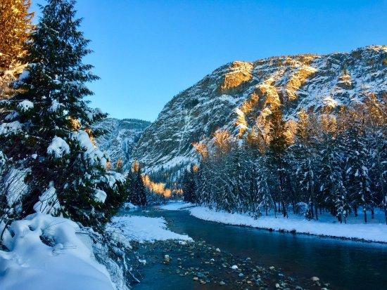 Freestone Inn: Skiing the trails along the Methow River