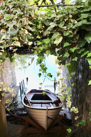 "San Mamete Valsolda, Italie : ""Surprising find out in the garden, boats are kept under the outside garden."""