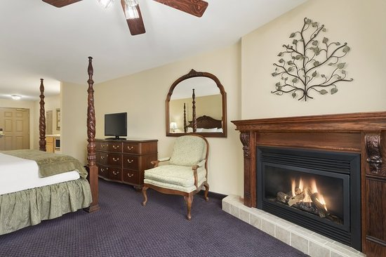 Country Inn & Suites by Radisson, Galena, IL: Suite