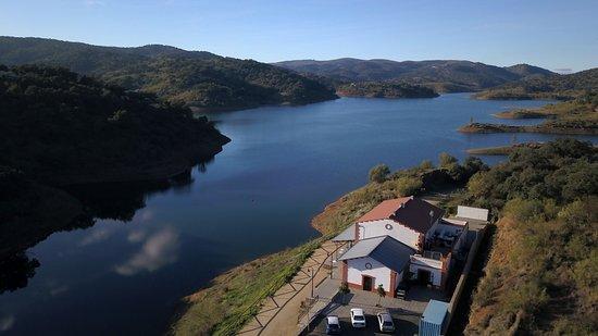El Ronquillo, Ισπανία: Vista del Restaurante y el pantano (Vista desde Drone)