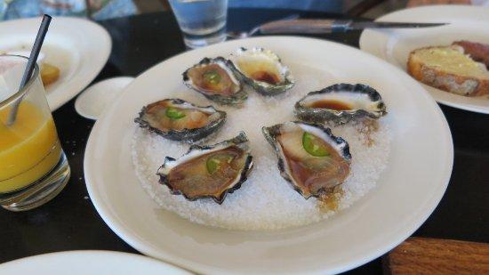 Otto Ristorante: 牡蠣です、ちょっと小ぶり