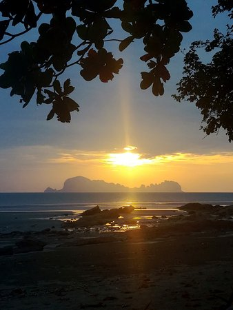 Trang Province, Thailandia: Sunset seen from Dugong bar