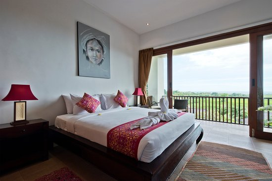 Tegal Mengkeb, Indonesien: Master bedroom with rice field view