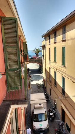 Albergo Lungomare: The sea from the balcony, just 100 meters away!