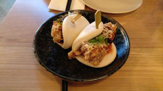 Hochi Mama: HOCHI CHICKEN BANH BAO