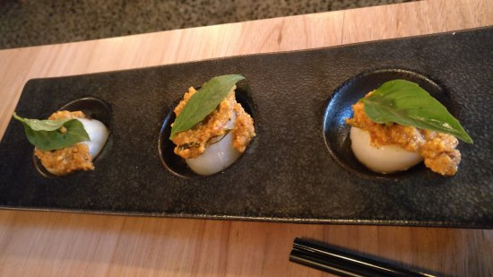 Hochi Mama: TRIO OF SCALLOPS W/SAIGON RED CURRY