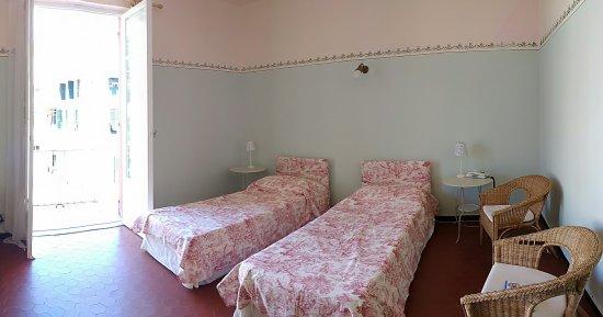 Albergo Lungomare: Quite a big room!