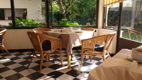 Albergo Lungomare: The breakfast dining hall