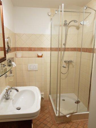 Vohenstrauss, Almanya: modernes sauberes Badezimmer