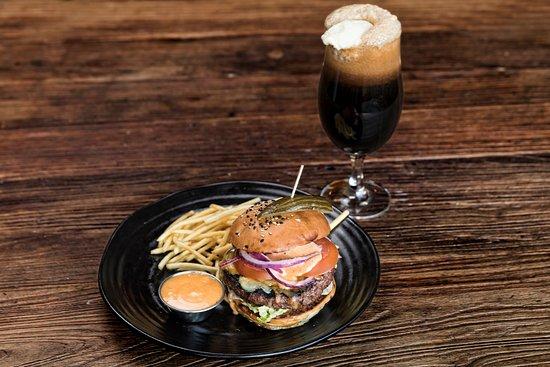 Bryggjan Brugghus Bistro & Brewery: Burger and Beer float