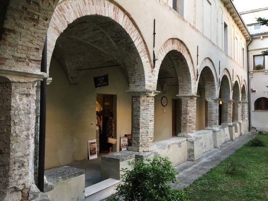 Chiesa di san francesco chiostro con giardino oggi sede - Giardino d abruzzo ...