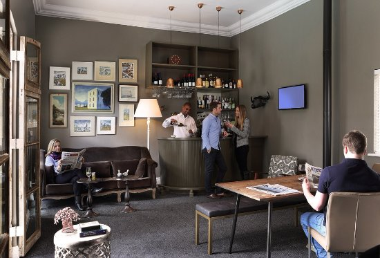 Blackheath Lodge: Lounge & Bar Area