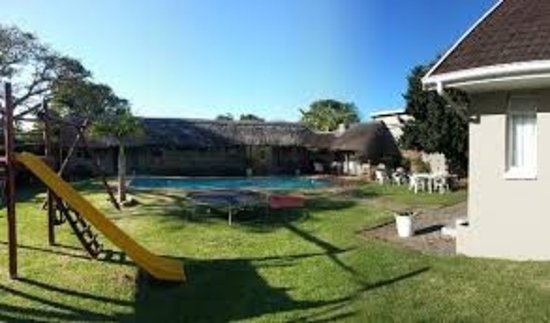 Riversway Guest House : Great yard space with outdoor cooking facilities to make a traditional SA Braai ( barbecue)