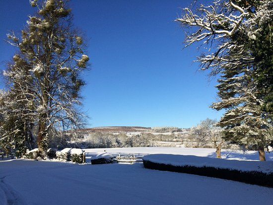 Overton Grange Country Hotel: Snowed in winter 2017