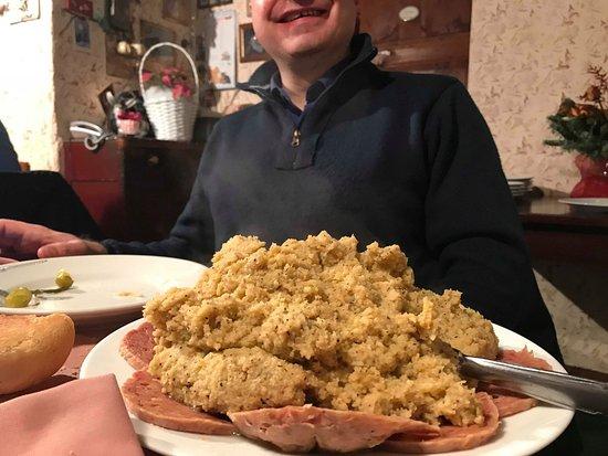 Faggeto Lario, Italia: La polenta, abbondante per essere un antipasto