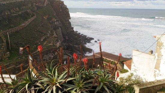 Lugar das Piscinas das Azenhas do Mar: Praia de Azenhas do Mar