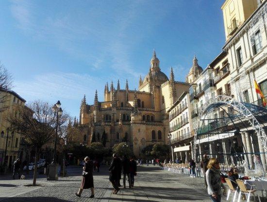 Plaza Mayor: Catedral desde la plaza