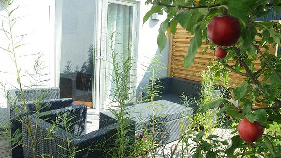 Garden House and Rooms : EGEN TERASS