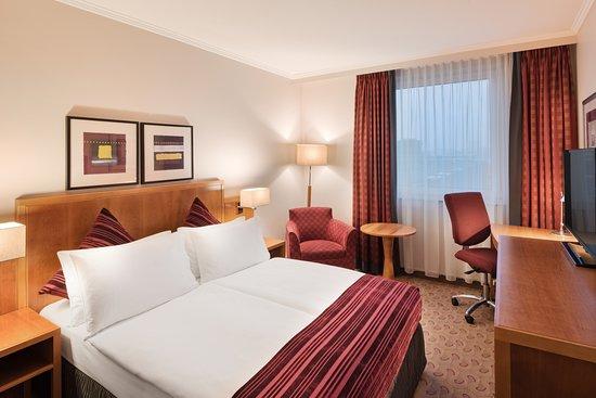 Standard Zimmer Mit Queen Size Bett Picture Of Crowne Plaza R