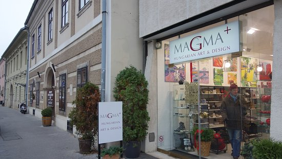 Budapeşte, Macaristan: This is how the Magma+ Store looks from the street.