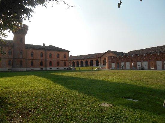 Borgo di Pollenzo: corte
