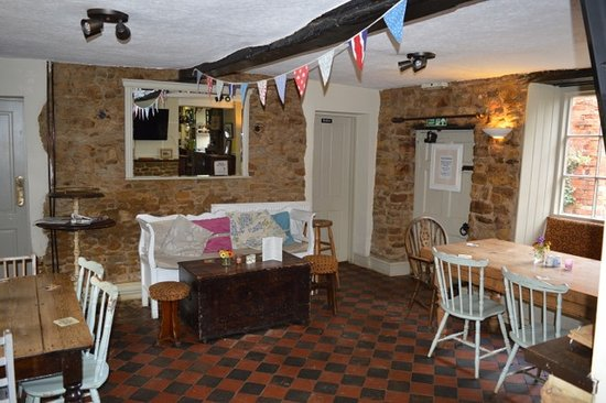Everdon, UK: The Bar