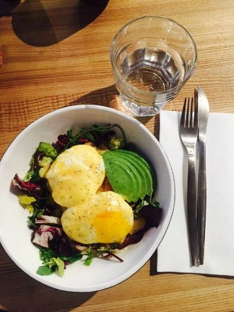 YUMBAKER Cafe: Яйца Бенедикт