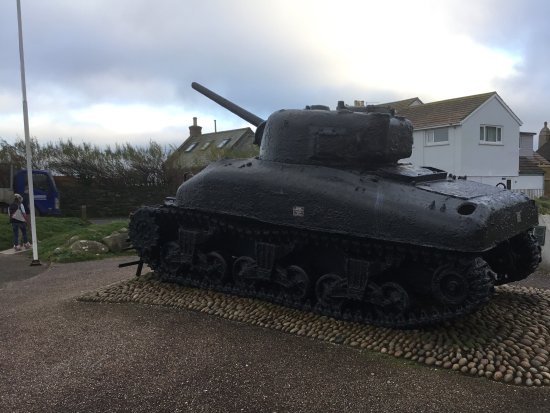 Slapton, UK: Sherman Tank memorial.