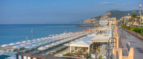 Finale Ligure, İtalya: Bagni Finalpia dal lungomare