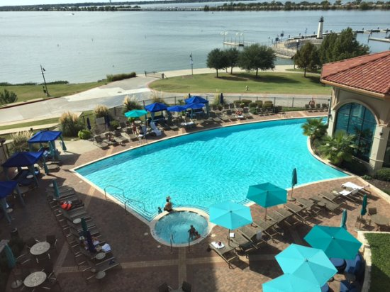 Hilton Dallas / Rockwall Lakefront: View of Pool and Lake from Room