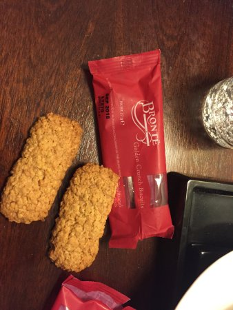 Best Western Wessex Royal Hotel: Shortbread listed on menu was just the freebie biscuits as provided in room