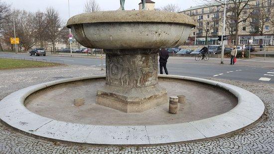 Duve-Brunnen