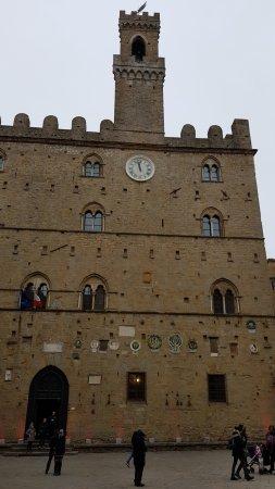 Palazzo dei Priori : Palazzo Priori by day