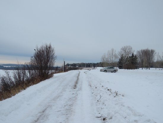 North Glenmore Park : Winter maintained trail and parking lot
